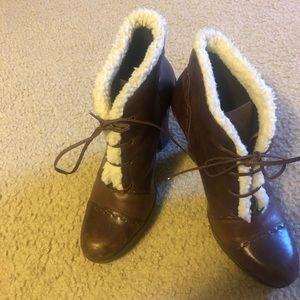 Aerosols booties with faux fur detail!